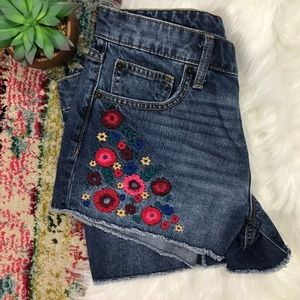 GAP • Flower Embroidered Boyfriend Shorts